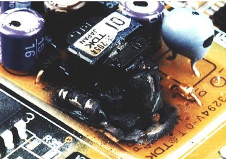 Placa electronica distrusa de supratensiuni