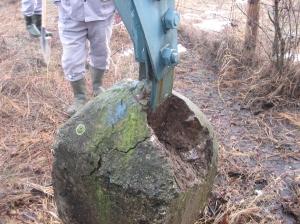 Caciuli ale fundatiilor stalpilor 110 kV distruse_1866