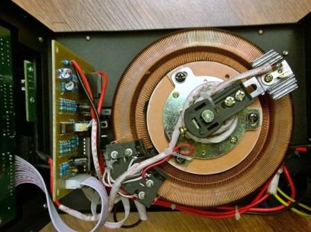 fig-3-autotroansformator-toroidal-cu-spirele-secundarului-expuse